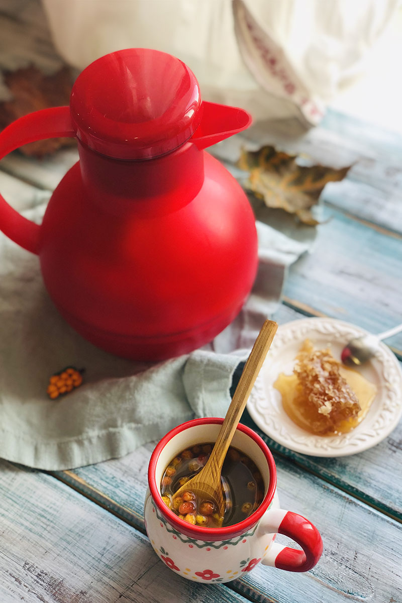 Мед и чай с облепихой